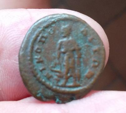 AE16 de Diadumeniano. NIKOΠOΛITΩN. Asclepio a izq. Nicopolis de Istrum Img_2164