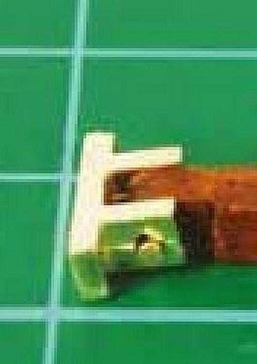 Cherche charnières des bossoirs supports des chaloupes latérales. Charni11