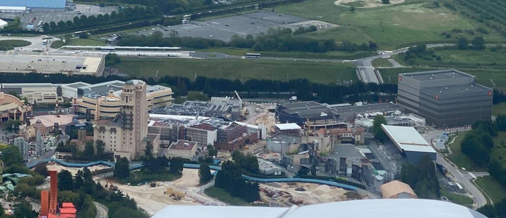 Extension du Parc Walt Disney Studios avec nouvelles zones autour d'un lac (2022-2025) - Page 5 Img_1310