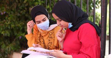 تداول أجزاء من أسئلة العربى للثانوية العامة الشعبة الأدبية  بعد بدء اللجنة.. والتعليم تحقق 20200710