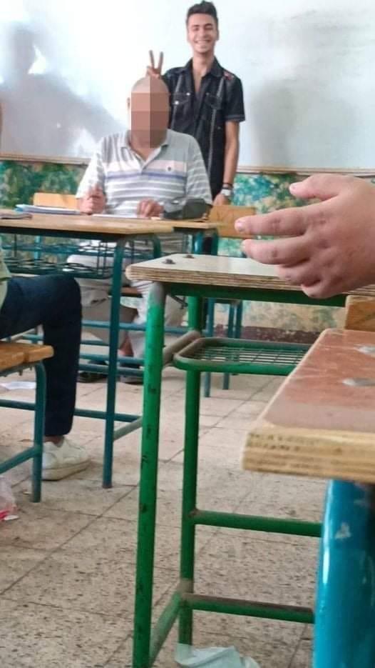 فصل الطالب صاحب الصورة المسيئة لمعلمه بالقليوبية 15 يوما 24542010