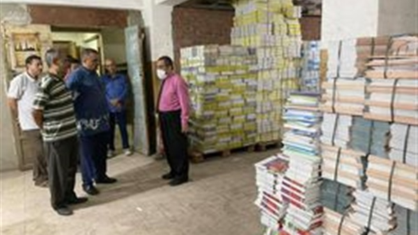 تسليم الكتب المدرسية لمديريات التربية والتعليم استعدادا لتوزيعها على المدارس 25710