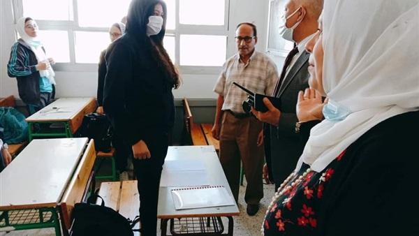 استدعاء الشرطة لولي أمر تعدى بالسب على معلمة منعته من دخول المدرسة بدون كمامة  أثناء خروج التلاميذ 55310