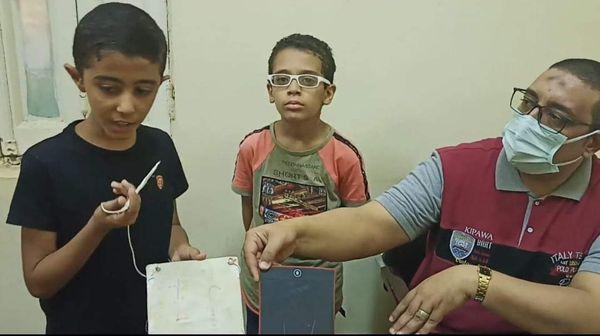 نوابغ و عبقرية مصرية -  طفلان يسجلان براءة اختراع لأول تابلت لوحي بسوهاج Aaa-oy10