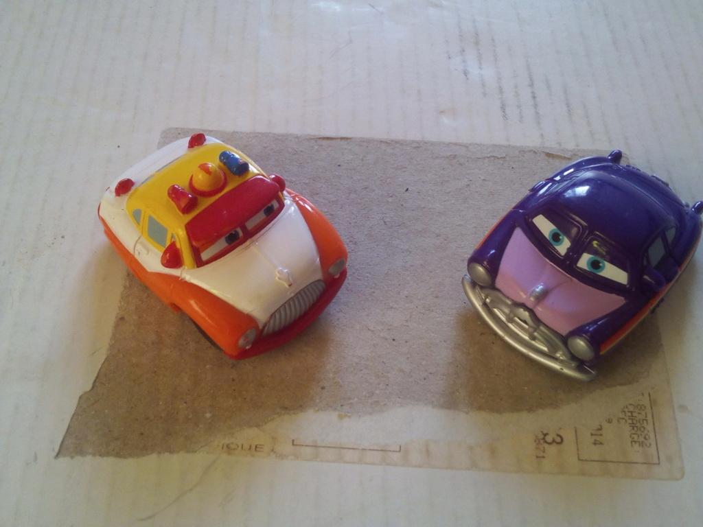 mes autres Cars 1 , 2 , 3 et Planes !!! toutes marques et matieres - Page 20 Img_2181