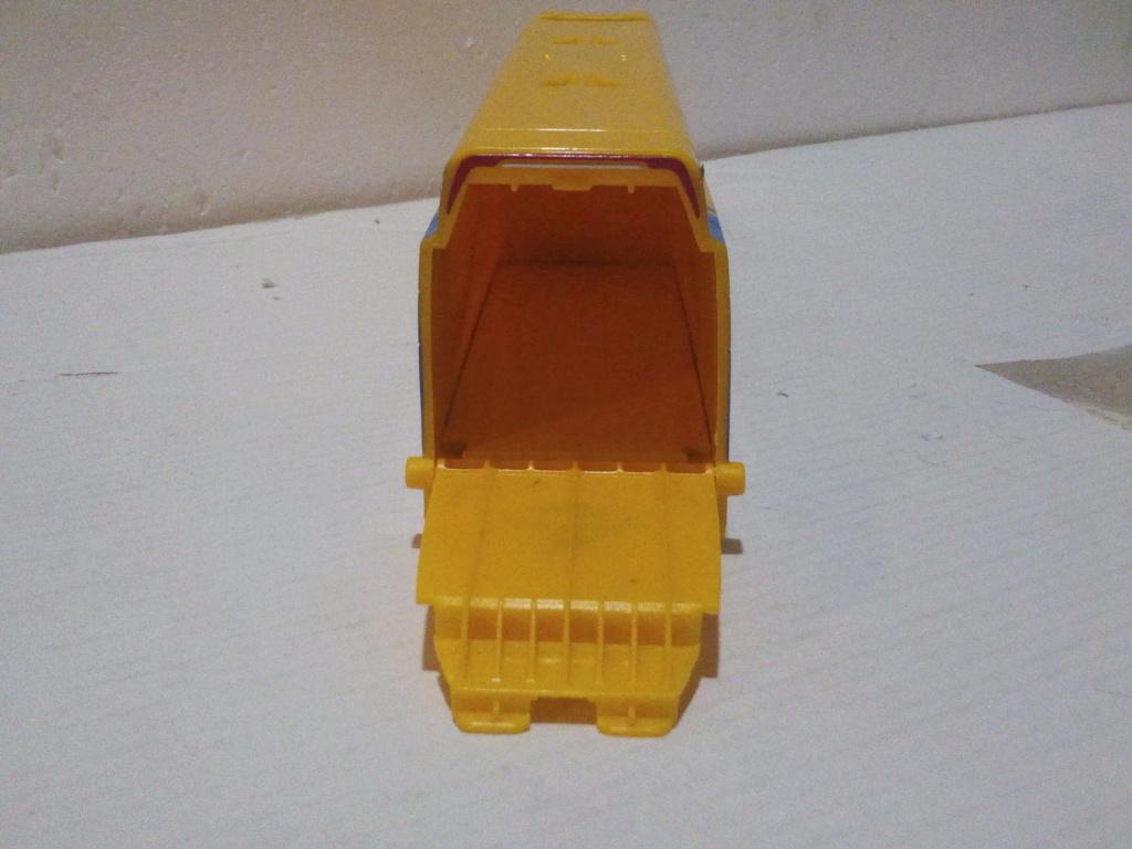 mes autres Cars 1 , 2 , 3 et Planes !!! toutes marques et matieres - Page 20 Img_2215