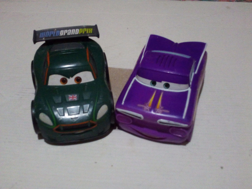 mes autres Cars 1 , 2 , 3 et Planes !!! toutes marques et matieres - Page 20 Img_2229