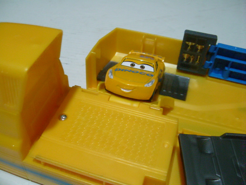 mes autres Cars 1 , 2 , 3 et Planes !!! toutes marques et matieres - Page 18 S7300319