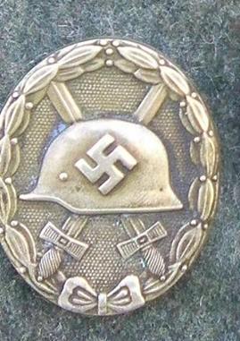 Badge Blesser Allemand 37119410