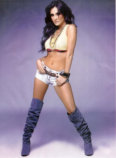 Dulce Maria gallery - Page 2 Dm-210