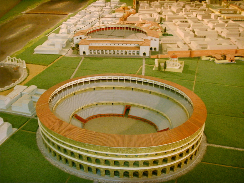 """Amphithéâtres romains : """"du pain et des jeux"""" - Page 2 1280px12"""