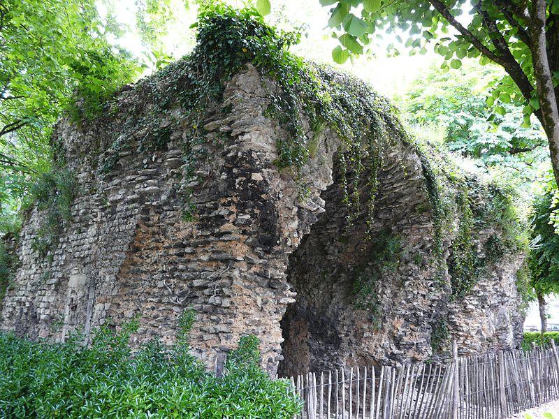 """Amphithéâtres romains : """"du pain et des jeux"""" - Page 2 15104310"""