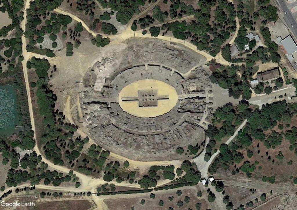 """Amphithéâtres romains : """"du pain et des jeux"""" - Page 2 Arzone11"""