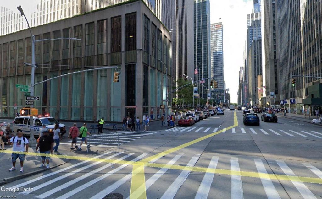 New York : il se passe quelque chose sur la sixième avenue Ba_110