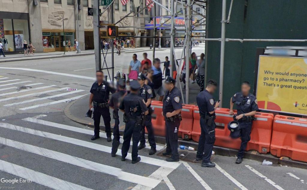 New York : il se passe quelque chose sur la sixième avenue Ba_310