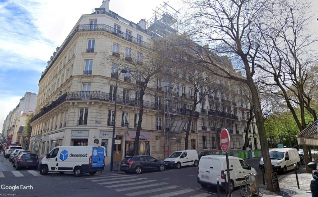 6 rue Brochant à Paris, lieu de naissance de Barbara Baraba11