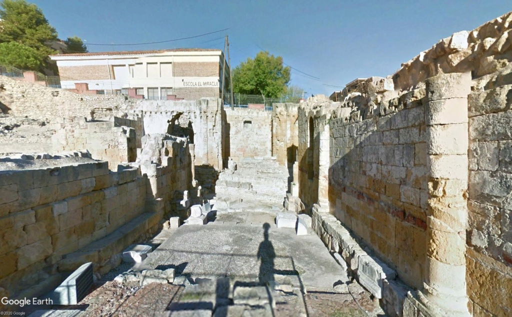 """Amphithéâtres romains : """"du pain et des jeux"""" - Page 2 Basil10"""