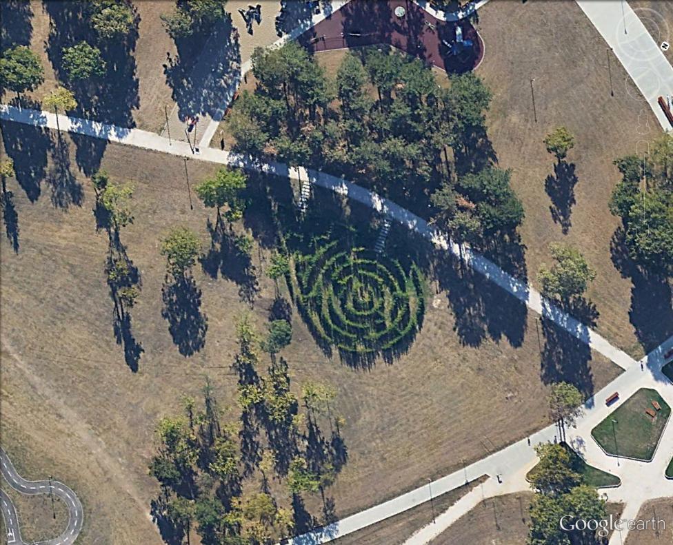 Les labyrinthes découverts dans Google Earth - Page 23 Belgra11