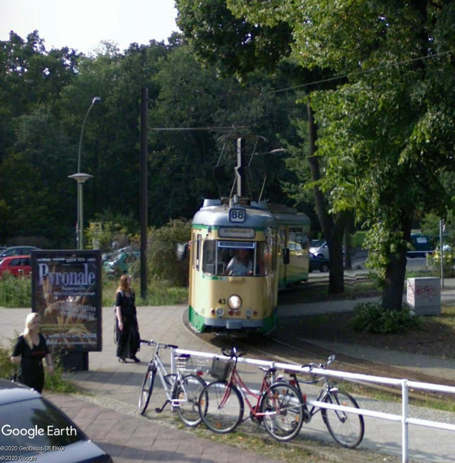 STREET VIEW : les tramways en action - Page 5 Berlin23