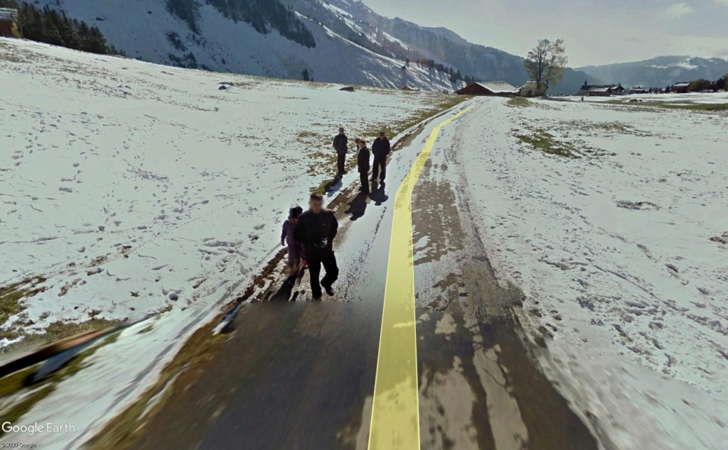 STREET VIEW : un coucou à la Google car  - Page 53 Bou310