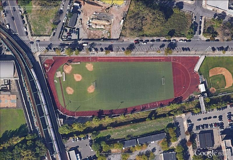 Stades d'athlétisme hors du commun - Page 3 Bronx10