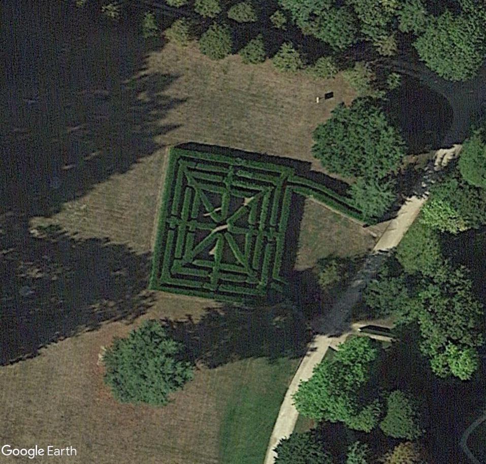 Les labyrinthes découverts dans Google Earth - Page 23 Chever10