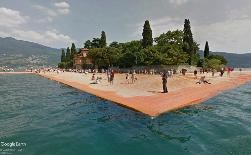 The Floating Piers, œuvre de Christo, lac d'Iseo, Italie  Cristo20