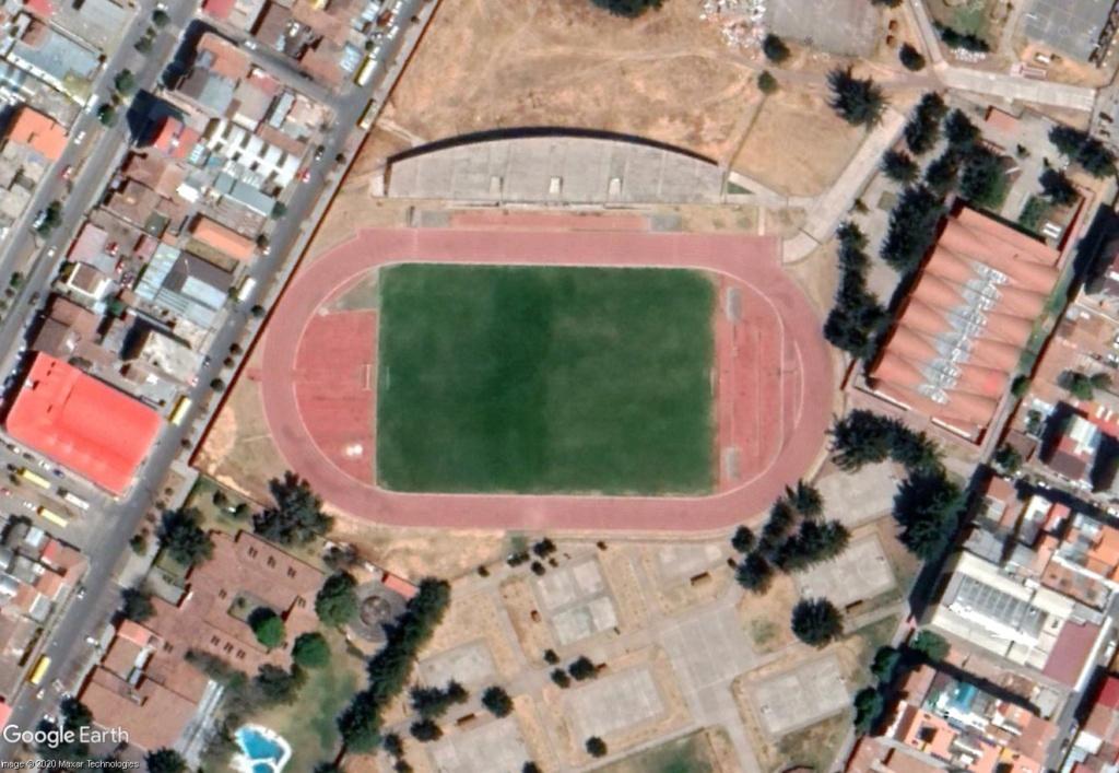 Stades d'athlétisme hors du commun - Page 3 Cuzc110