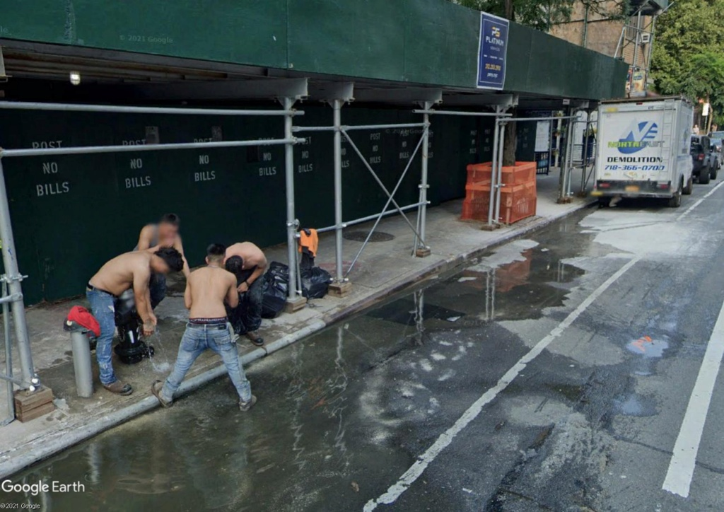 New York : l'heure du bain pour les ouvriers du bâtiment Demol110