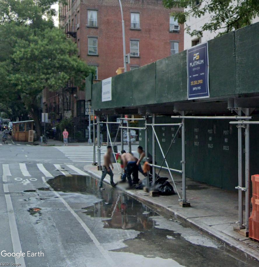 New York : l'heure du bain pour les ouvriers du bâtiment Demol310