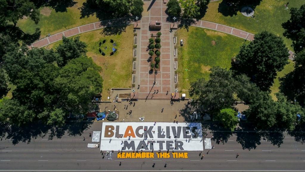 """Inscriptions """"BLACK LIVES MATTER"""" à travers le monde - Page 2 Eavgg010"""