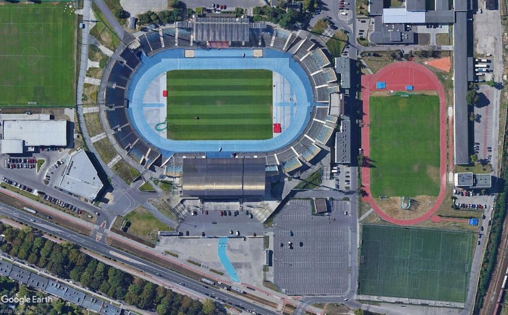 Stades d'athlétisme hors du commun - Page 3 Entrzo10