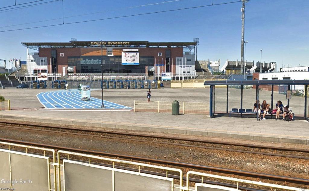 Stades d'athlétisme hors du commun - Page 3 Entrzo12