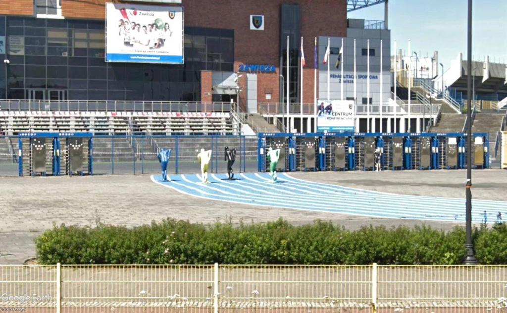 Stades d'athlétisme hors du commun - Page 3 Entrzo13