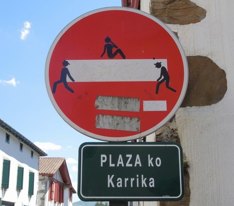 STREET VIEW : les panneaux routiers - Page 4 Eukadi10