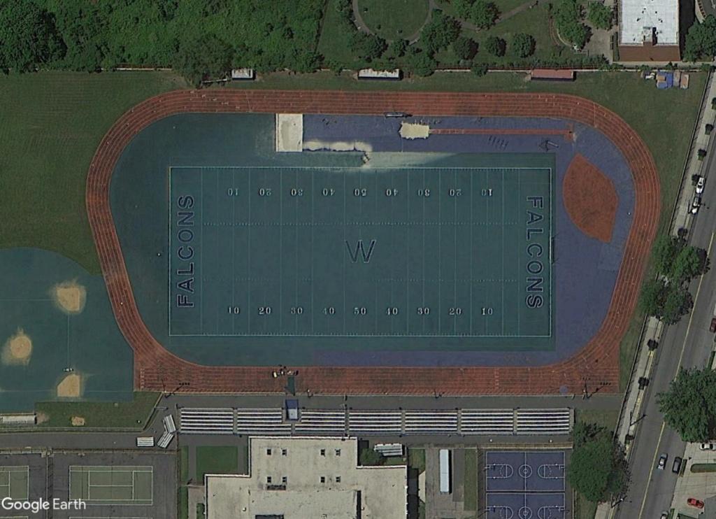 Stades d'athlétisme hors du commun - Page 2 Falcon11