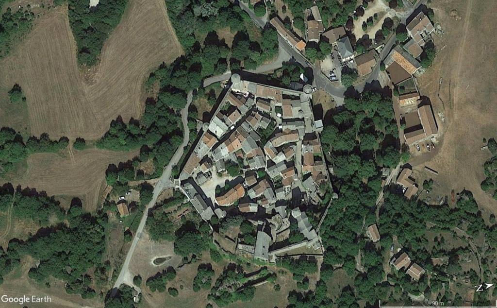 Les Plus Beaux Villages de France - Page 2 La_co10