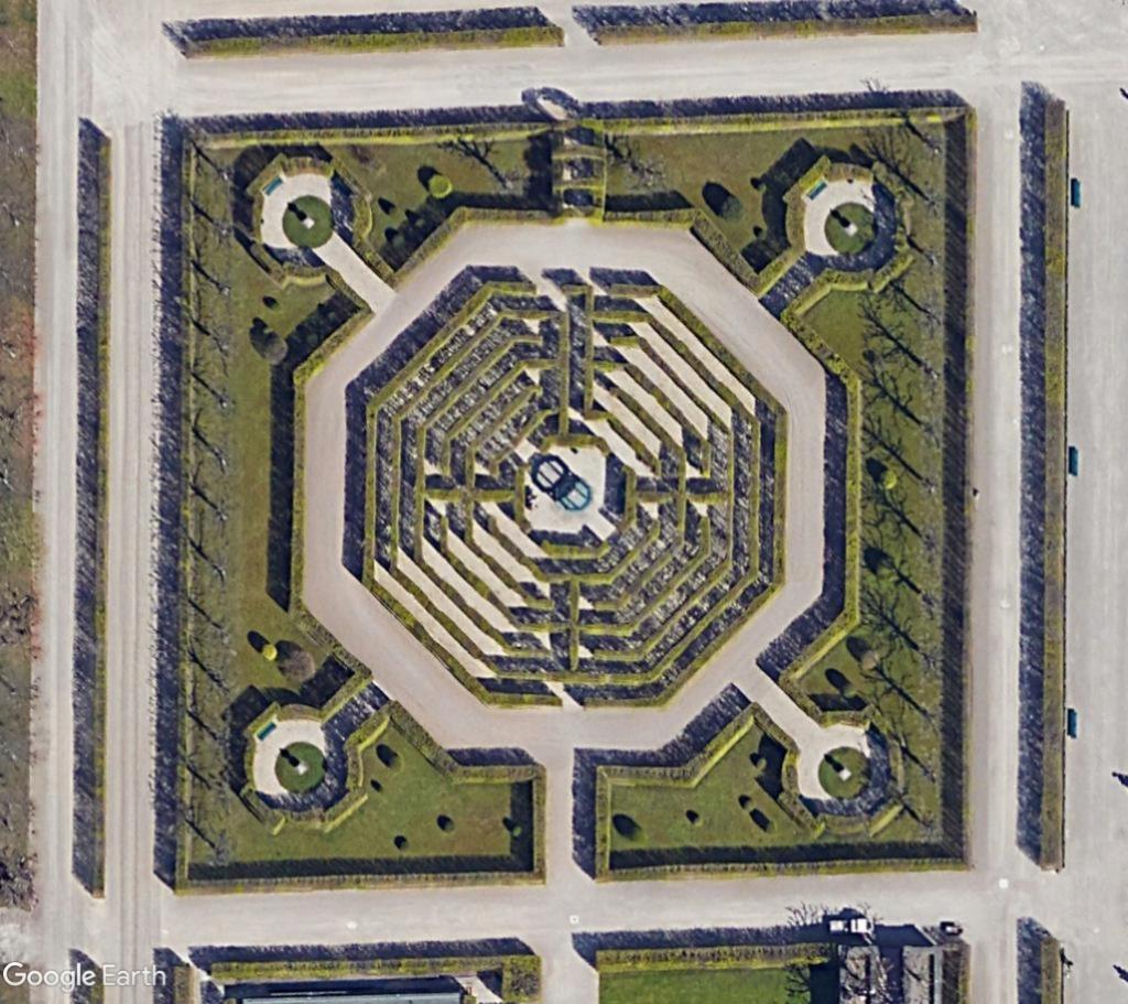 Les labyrinthes découverts dans Google Earth - Page 23 Laby11
