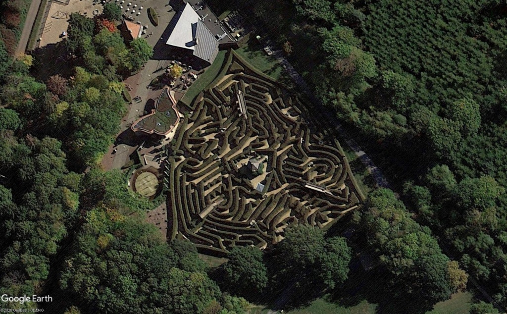 Les labyrinthes découverts dans Google Earth - Page 23 Le_vaa10