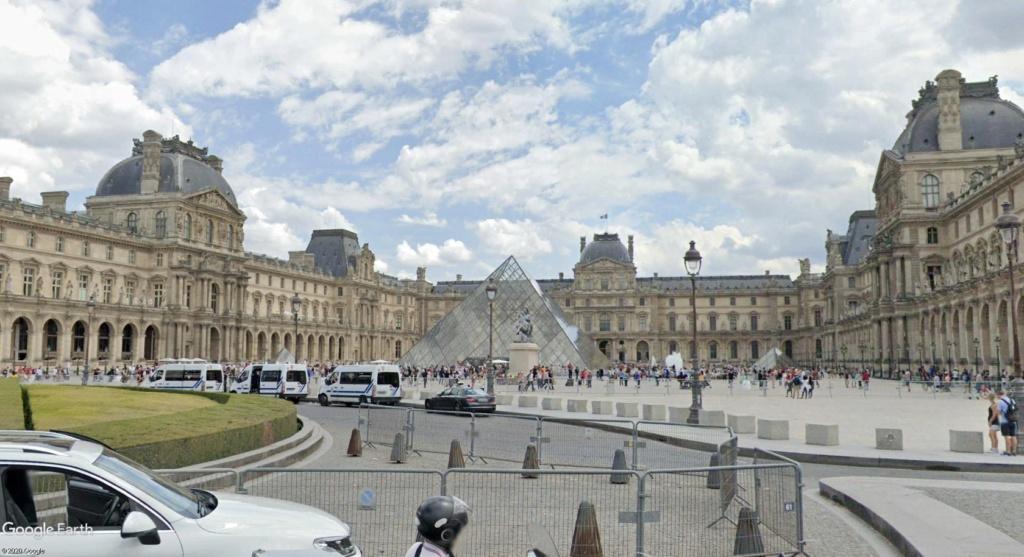 COVID-19 : les villes désertes Louvre11