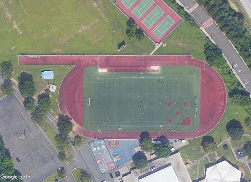 Stades d'athlétisme hors du commun - Page 2 Michae12