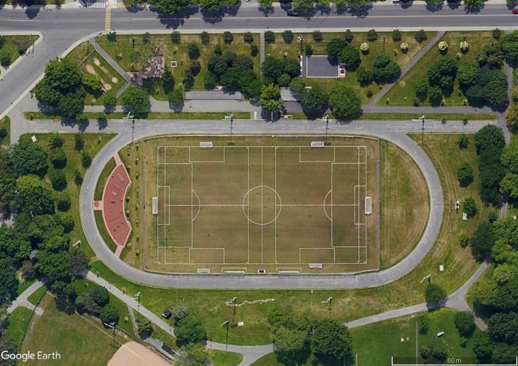 Stades d'athlétisme hors du commun - Page 2 Montr10
