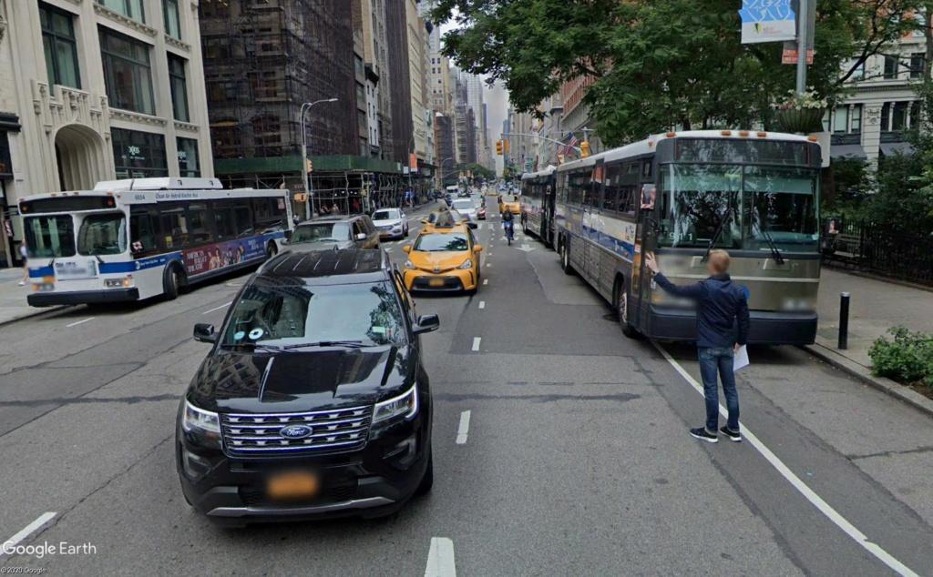 STREET VIEW : le geste mythique pour héler un taxi à New York Mythiq10