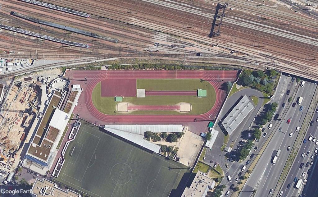 Stades d'athlétisme hors du commun - Page 3 Perche10