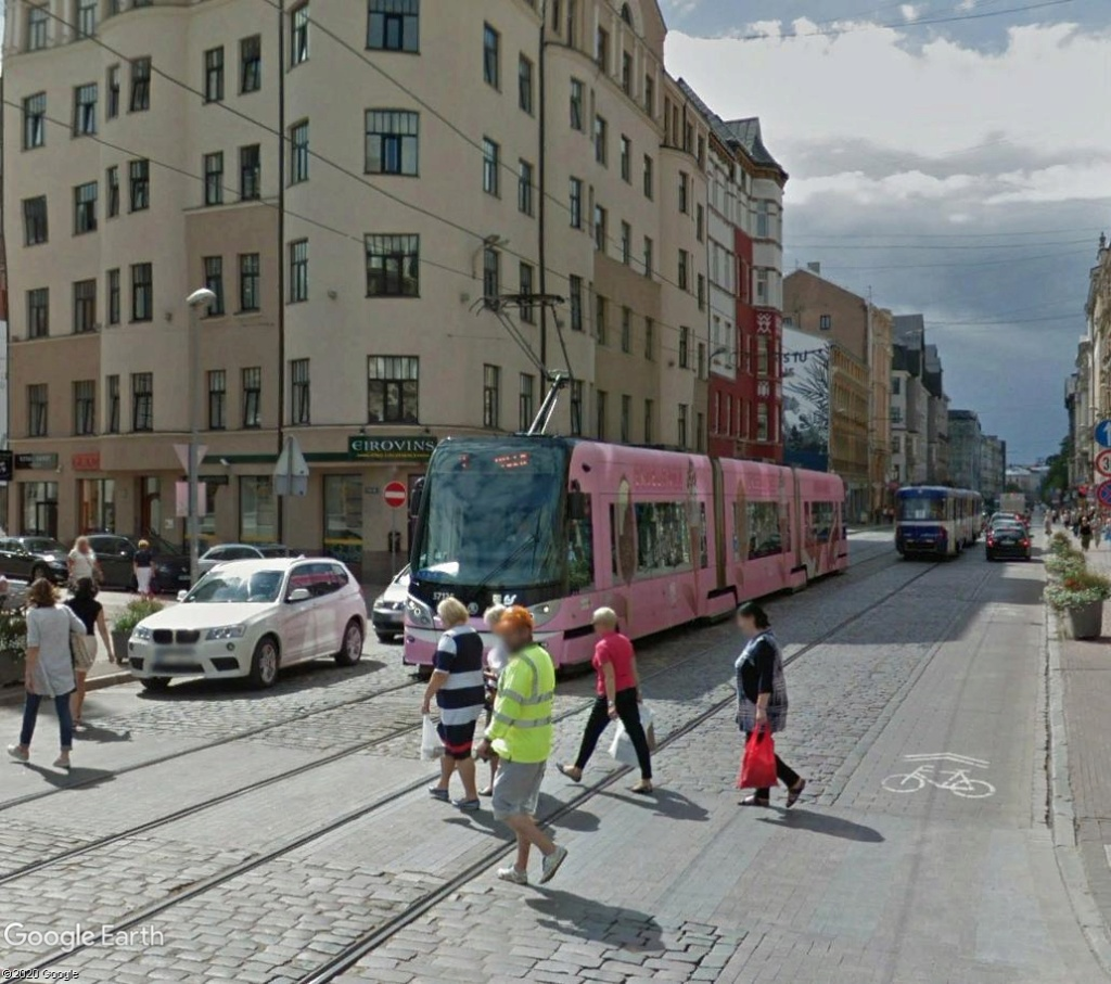 STREET VIEW : les tramways en action - Page 5 Riga410