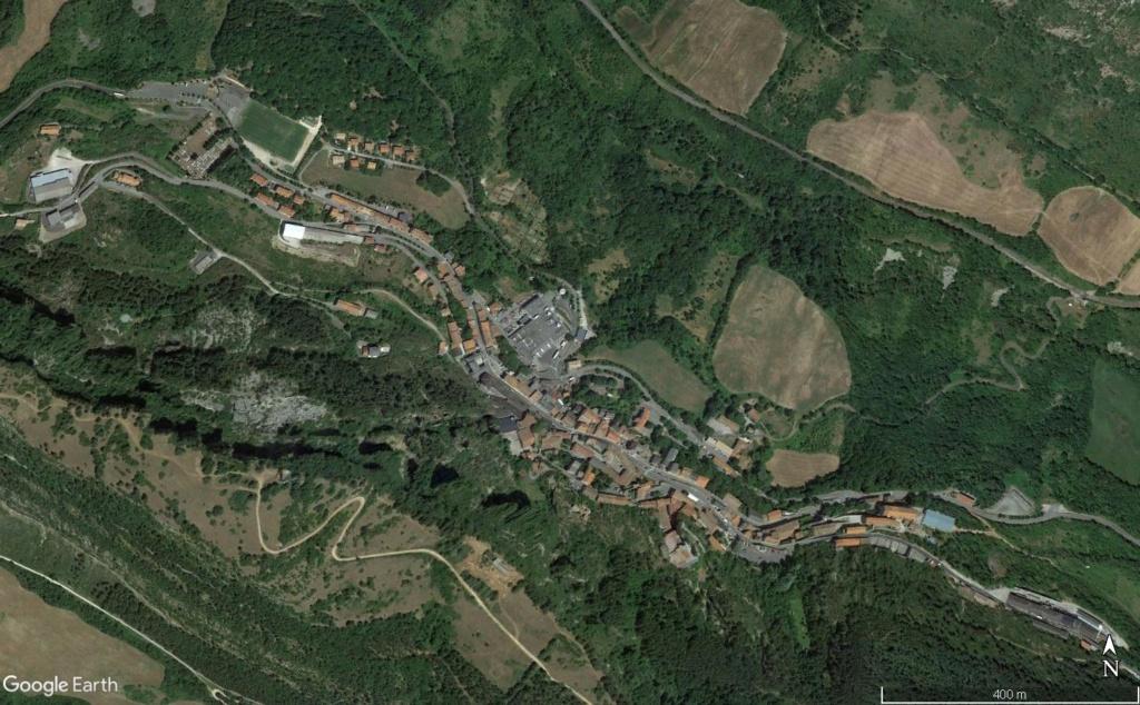 Les villages qui ont donné leur nom à un fromage (sujet touristique !) - Page 2 Roquef12