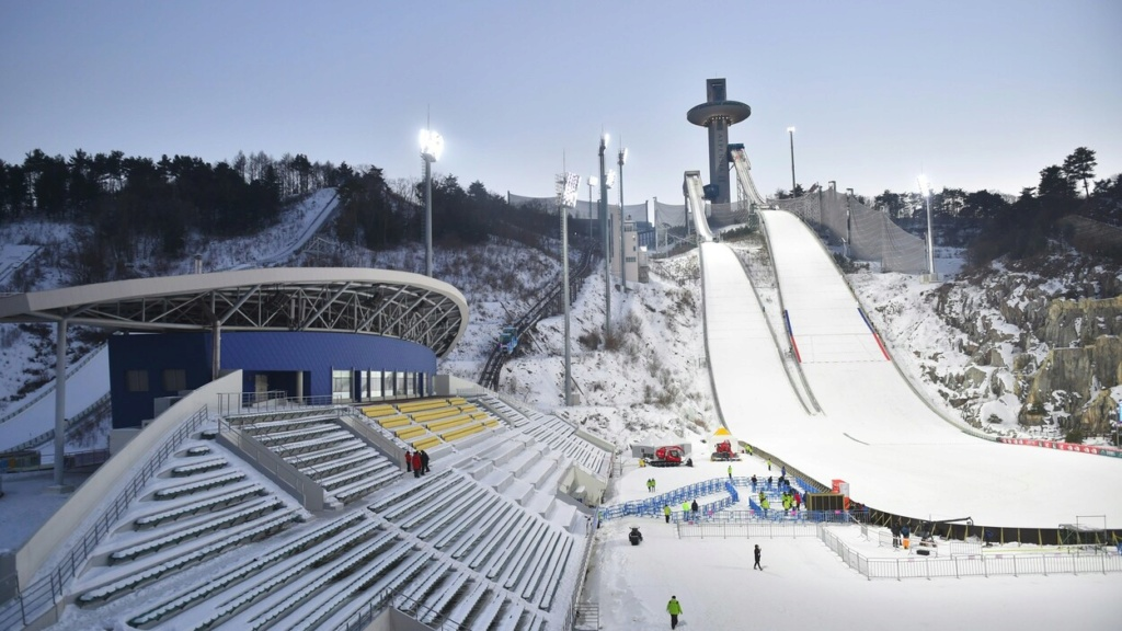 Terrain de foot de Pyeongchang : danger imminent ! Saut-s10