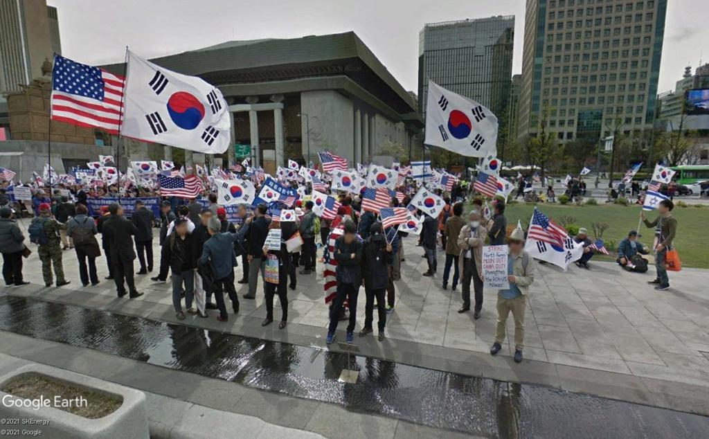 """STREET VIEW: les manifestations dans le Monde vues de la caméra des """"Google Cars"""" - Page 4 Seoulk10"""