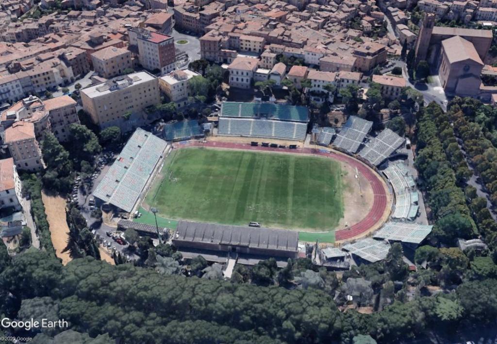 Stades d'athlétisme hors du commun - Page 3 Sienne11