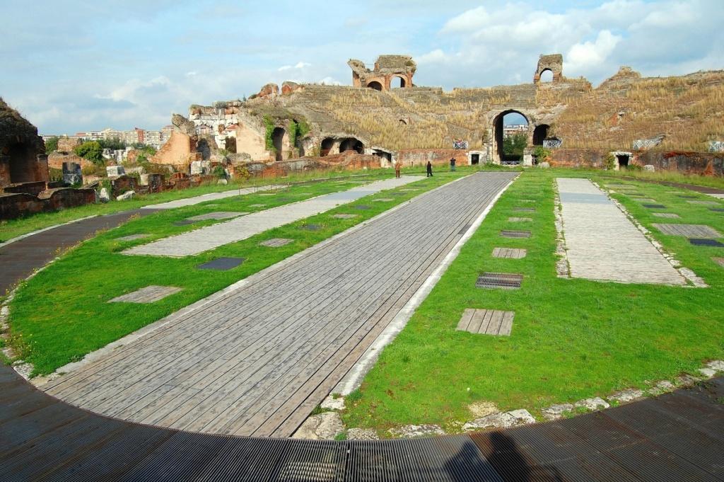 """Amphithéâtres romains : """"du pain et des jeux"""" - Page 2 The_am10"""